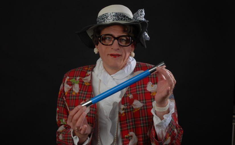 Anneliese von Deppendorf mit Zauberstab